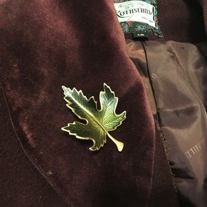 VTG 60s green enameled maple leaf brooch pin